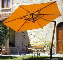 Polster und Schirme